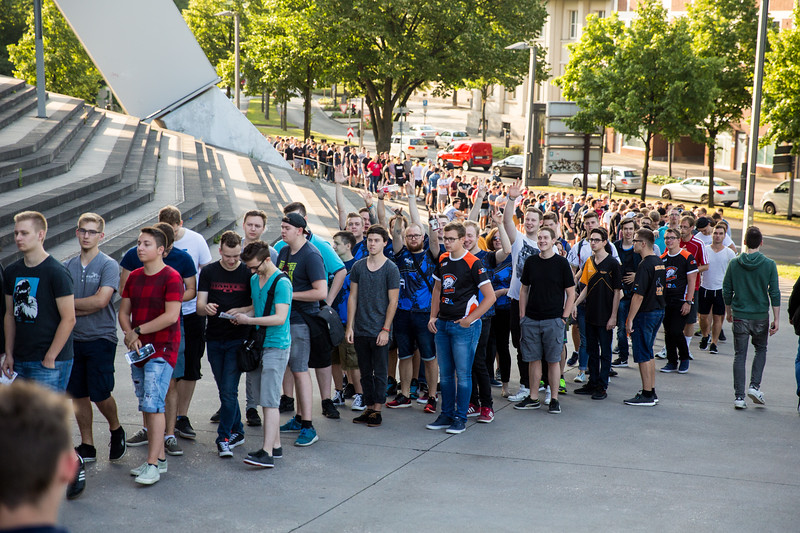 Queue in front of the Lanxess Arena, Cologne