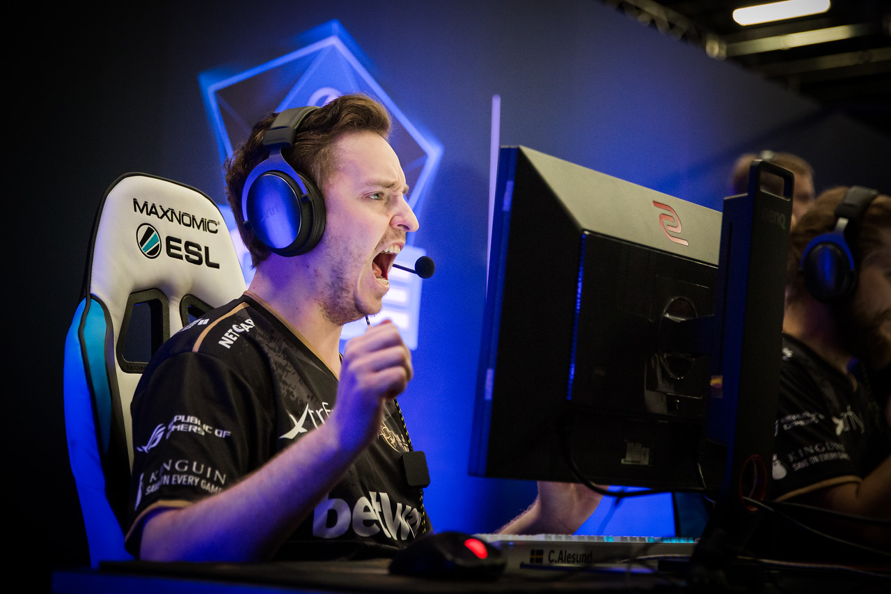 NiP GeT_RiGhT in a winning round at the group stage of ESL One Cologne 2017
