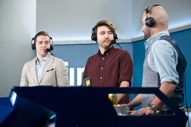 The analyst desk of the ESL Pro League Season 5 finals