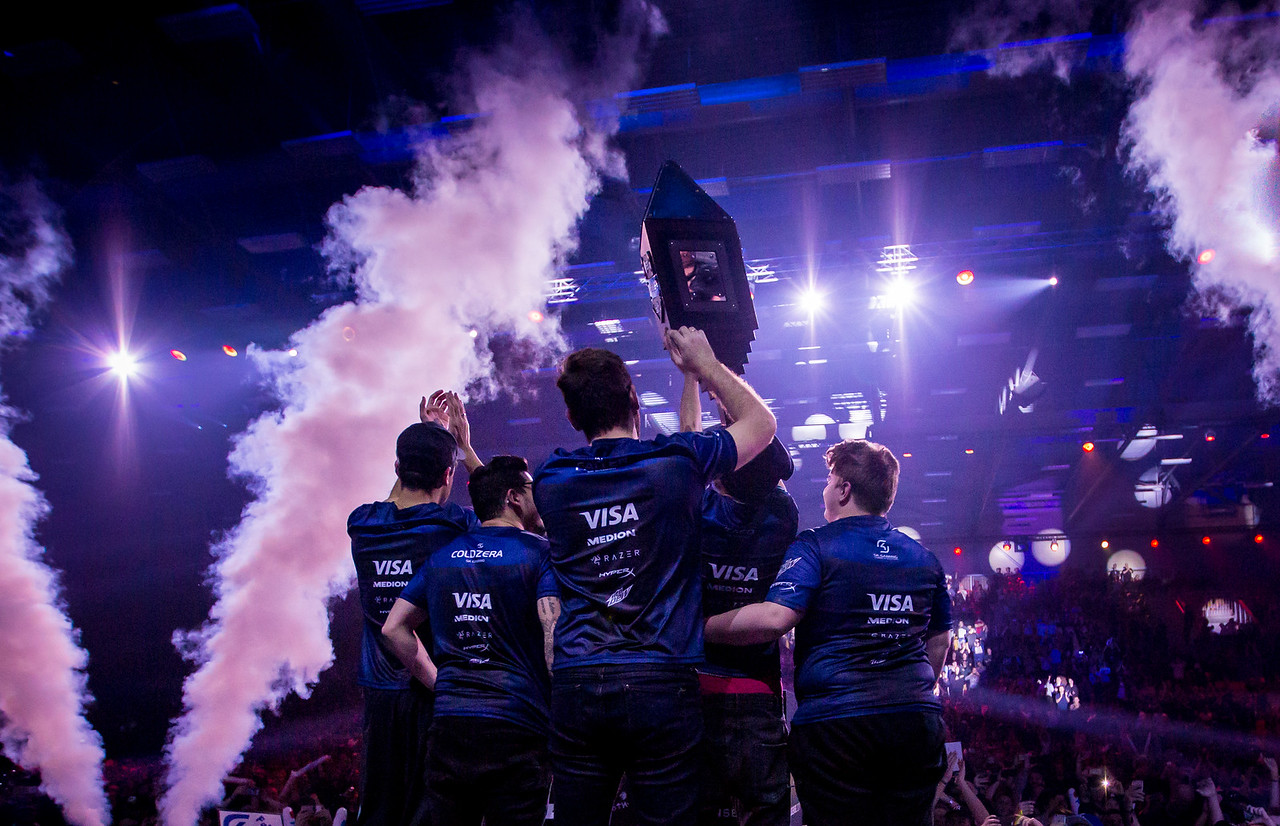 SK Gaming lift their well deserved trophy!