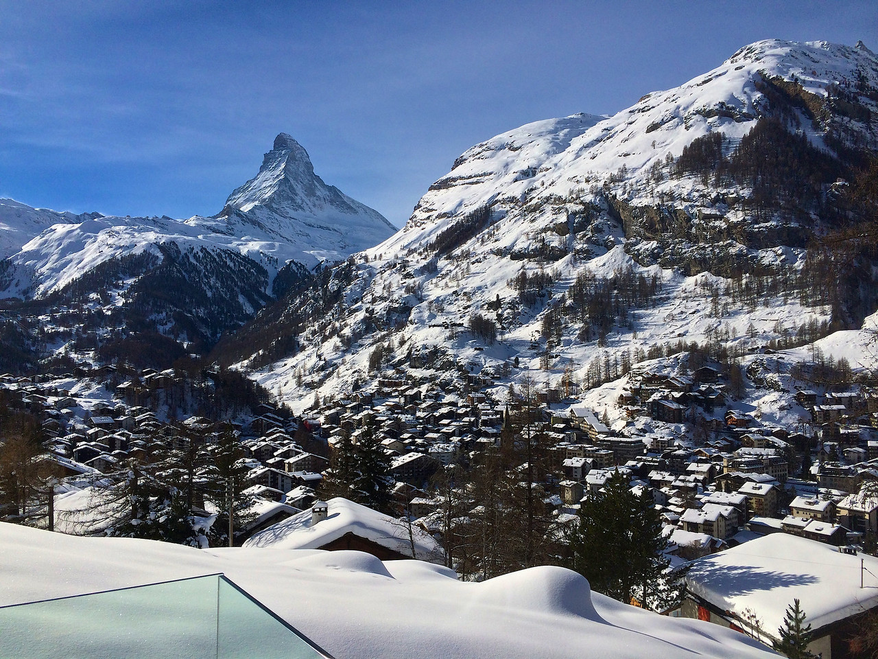 Here you can sit in the hot tub and watch the Matterhorn as the day passes by.