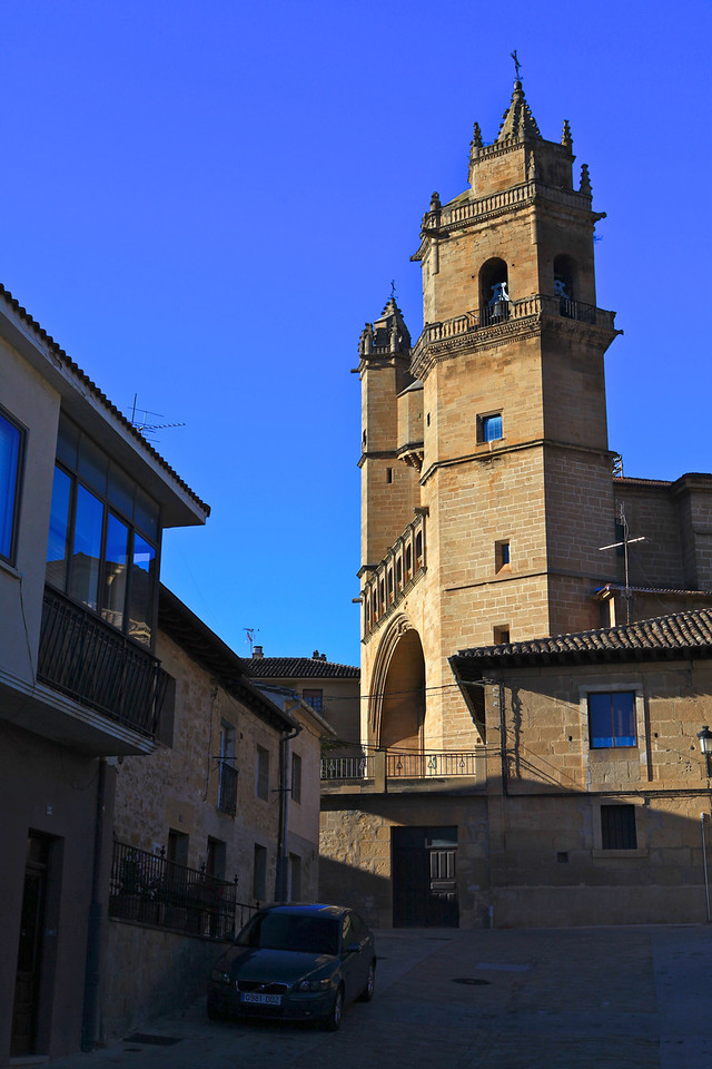 San Andrés de Elciego church is located in Elciego on the banks of the Ríver Mayor. The parish church brings together different architectural styles, ranging from Gothic in the first sections through to neoclassical in the new vestry.