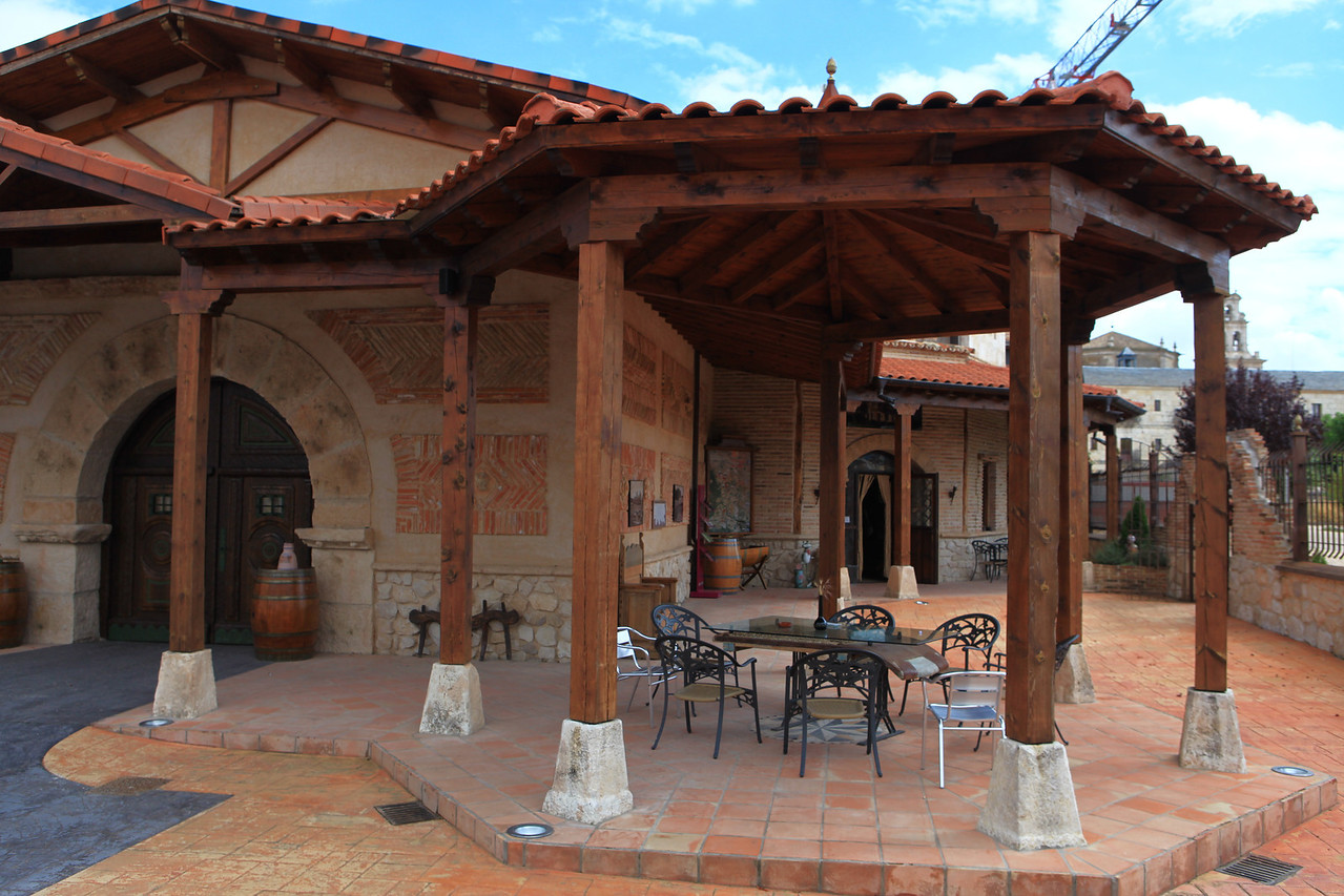 The winery is comprised of 5 warehouses and a social builing with offices, , a delicatessen shop, a tasting room and a beautiful traditional porch which goes around the winery.