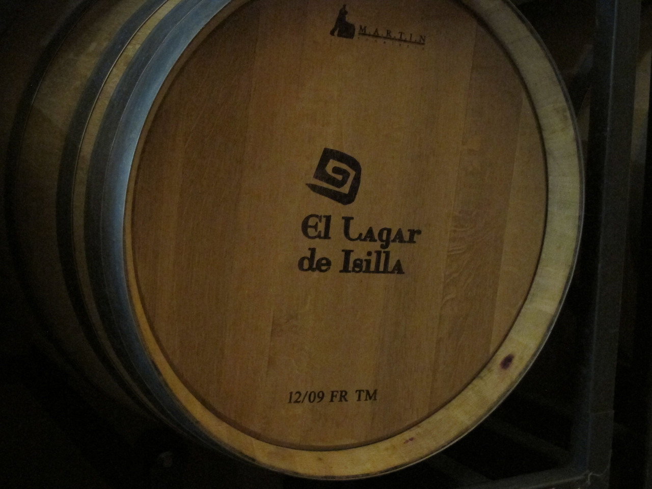 El Lagar de Isilla's wines are aged in 325 barrels, using 50% American Oak and 50% French Oak. By following the date branded on the barrel, it is ensured that they are changed every 3-4 years.