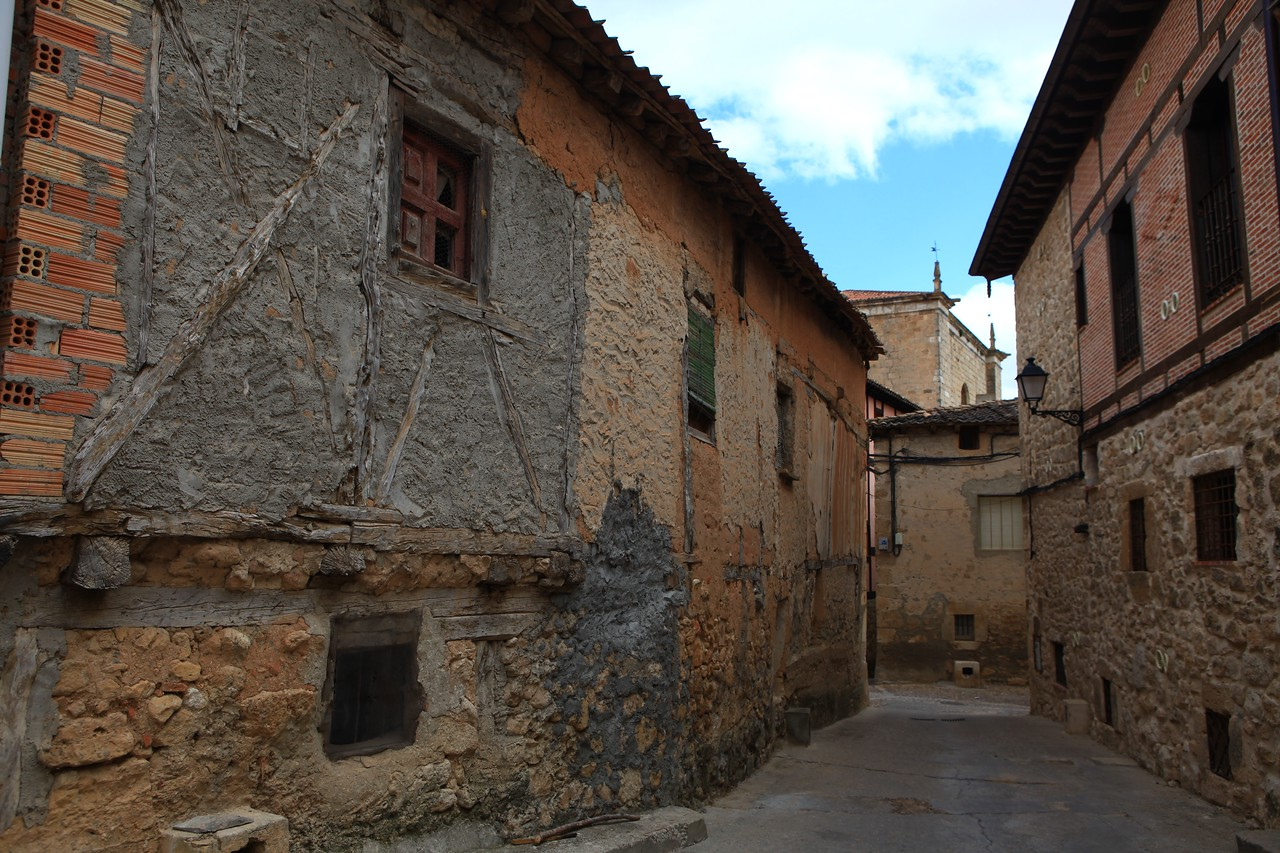 Most of the original construction of the houses in the city are adobe style from mud, sand and rocks.