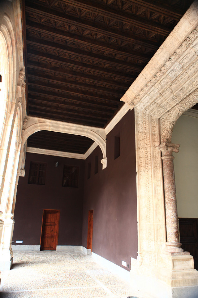 Built in the 16th century, inside there's an entrance hall with an open courtyard mansion.  There's an elegant double gallery from which you access the noble rooms beautifully decorated with splendid woodwork.