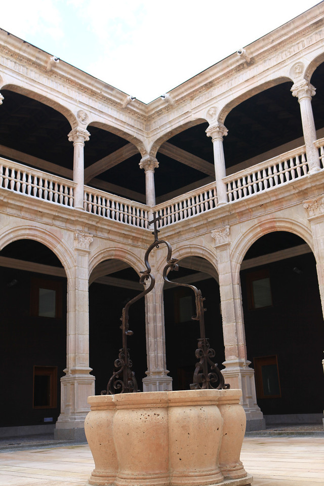 Inside is the Hall of Ambassadors, chaired by an elegant fireplace and another gallery for musicians. It was declared of cultural interest in the category of Monument on June 3, 1931.