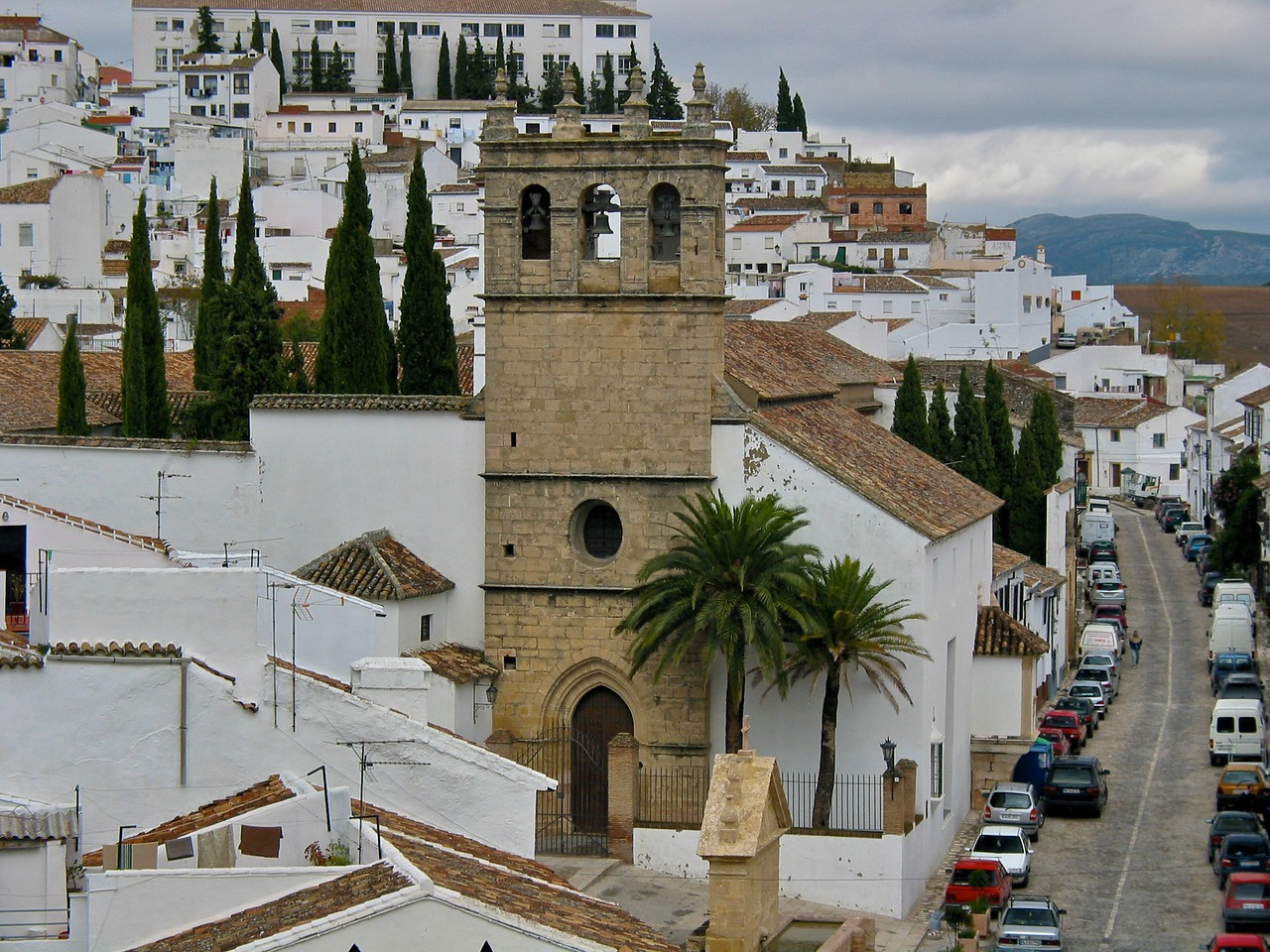 Ernest Hemingway and Orson Welles spent many summers in Ronda as part-time residents of Ronda's old town quarter called La Ciudad.