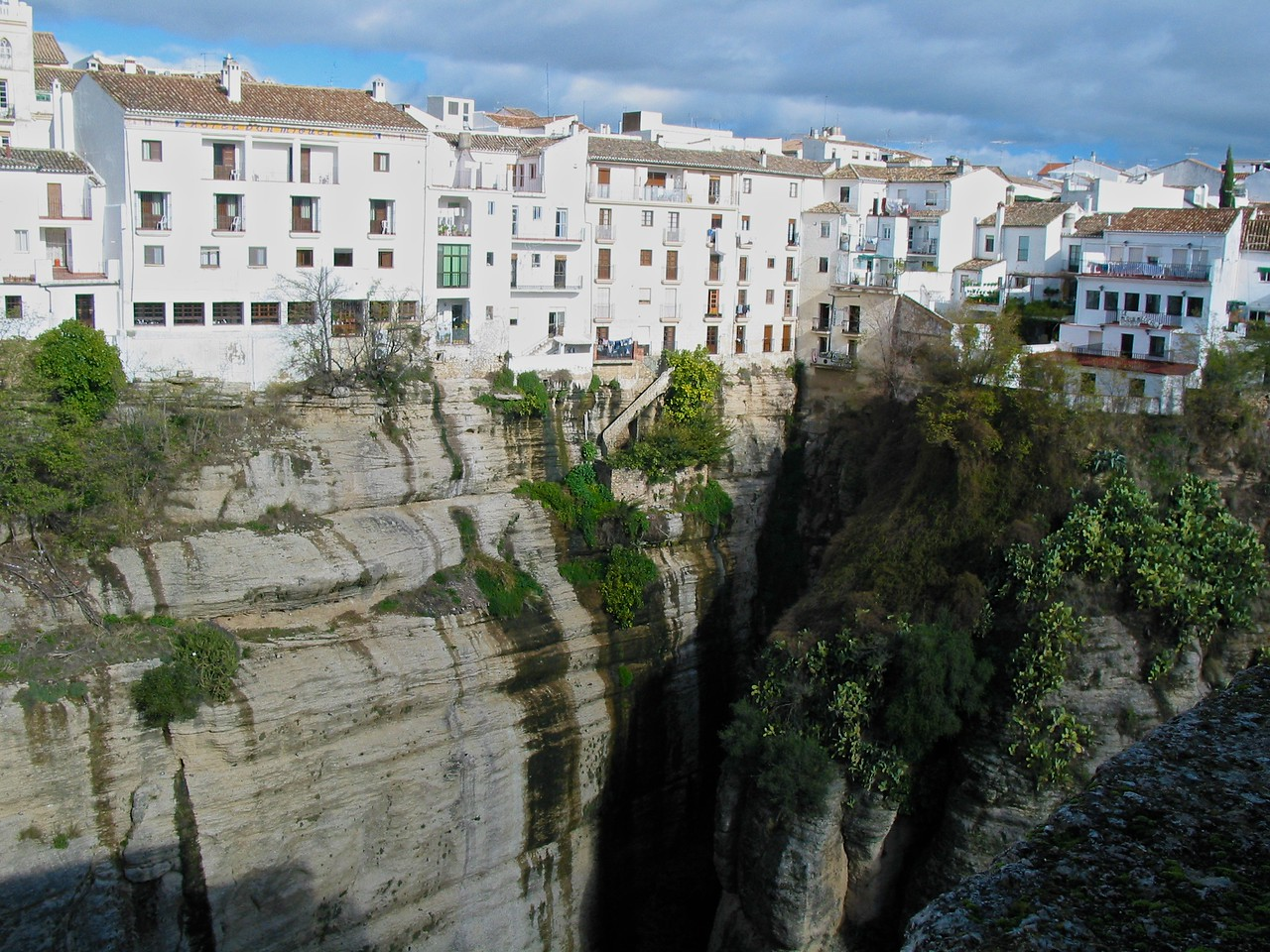 Ronda was first settled by the early Celts, but its subsequent Roman and then Moorish rulers are reflected most prominently in its architecture. The forces of Catholic Spain took control of the town in 1485, during the Reconquista.