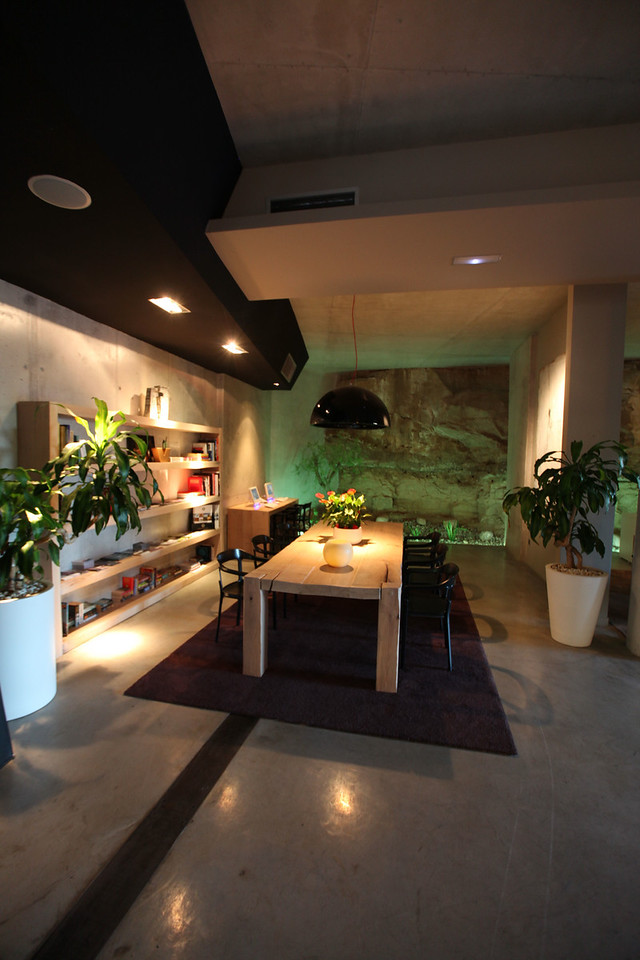 In the lobby there's a large table to relax as well as a business center.