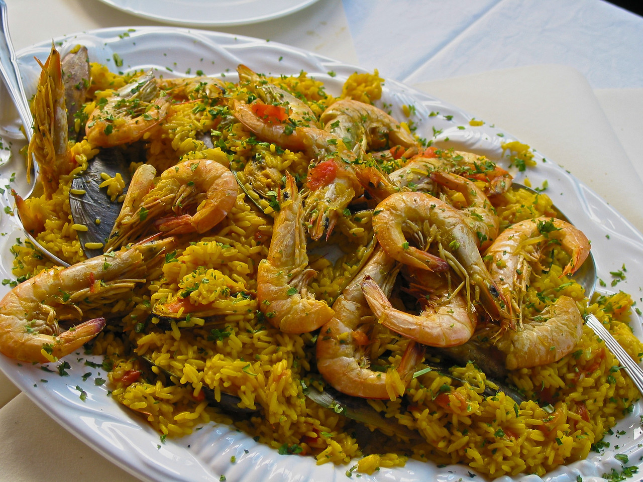 ..that serves traditional paella...