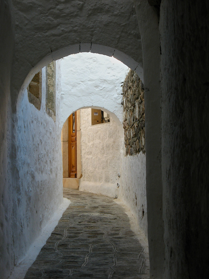 Once inside the walls of Hora, you can only navigate the streets on foot.  There's no room for cars.