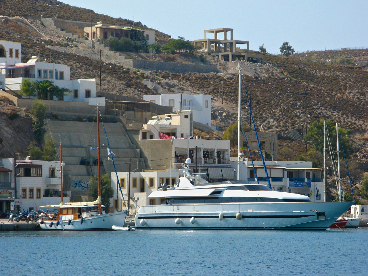 Here's a nice little yacht in the harbor.
