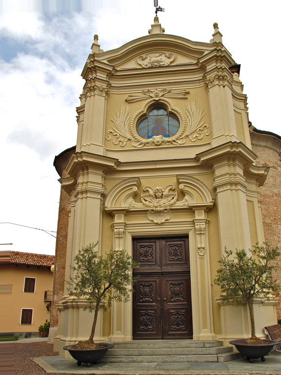The church of San Giovanni Batista is at the center of town.  While the church has been active since 1577, this building was built in 1728.