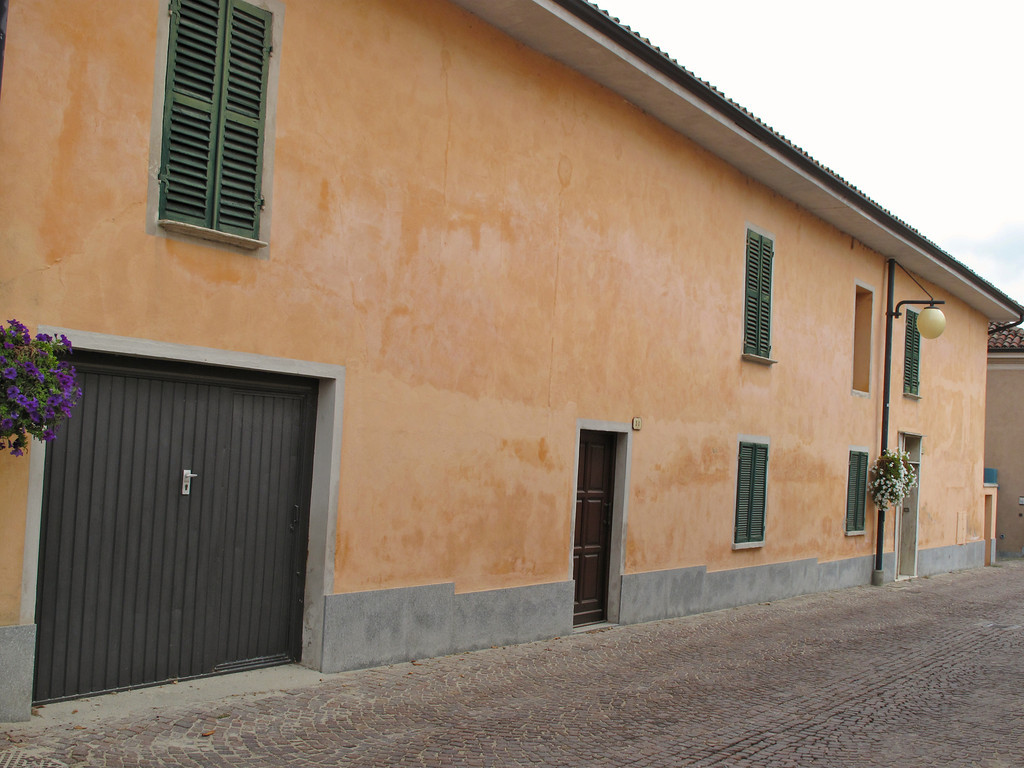 From the 1930's to the 1960's many people left Barbaresco for the nearby cities of Turin and Asti, due to the poor area economy.