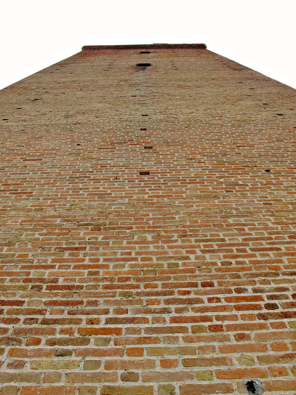This is the Barbaresco tower.  It stands over 90 feet high and has been continurally restored in stages over the past 20 years.