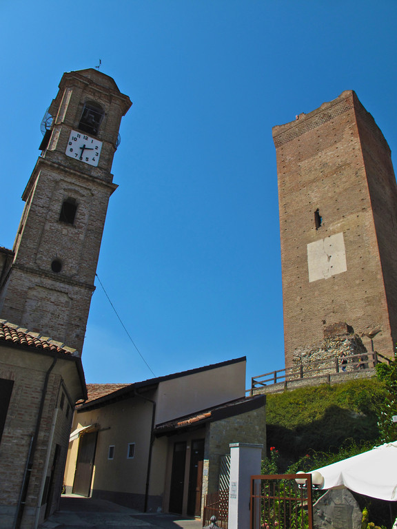 About 20 minutes away is the town of Barbaresco, known for it's infamous tower.