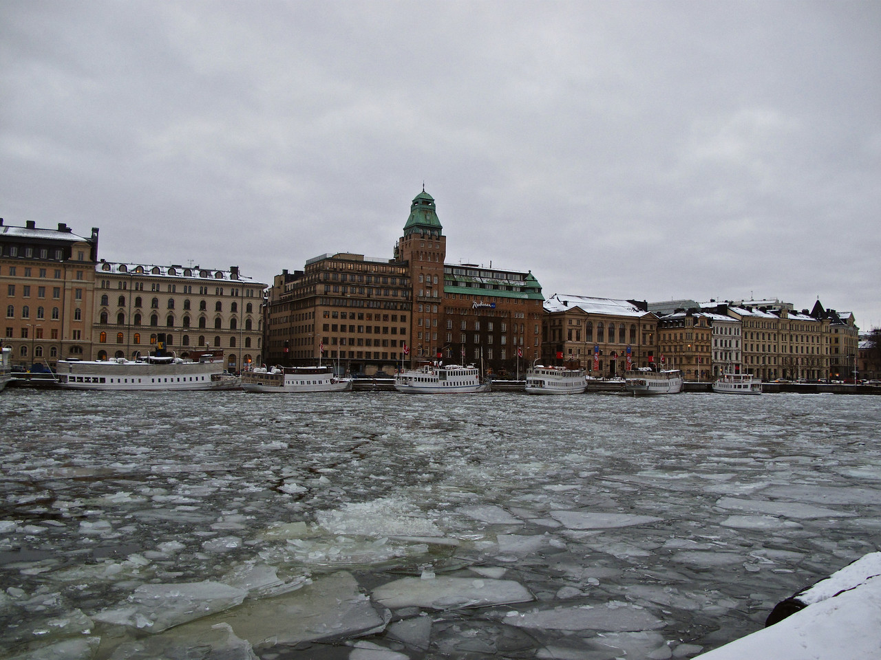 Across from the Strandvagen sits the SAS Royal VIking hotel.  Directly behind that sits the Grand Hotel.