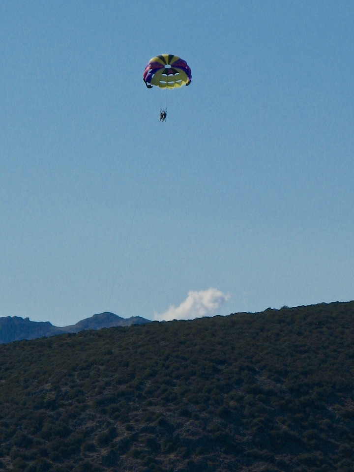 On the way back, we pass some parasailers.