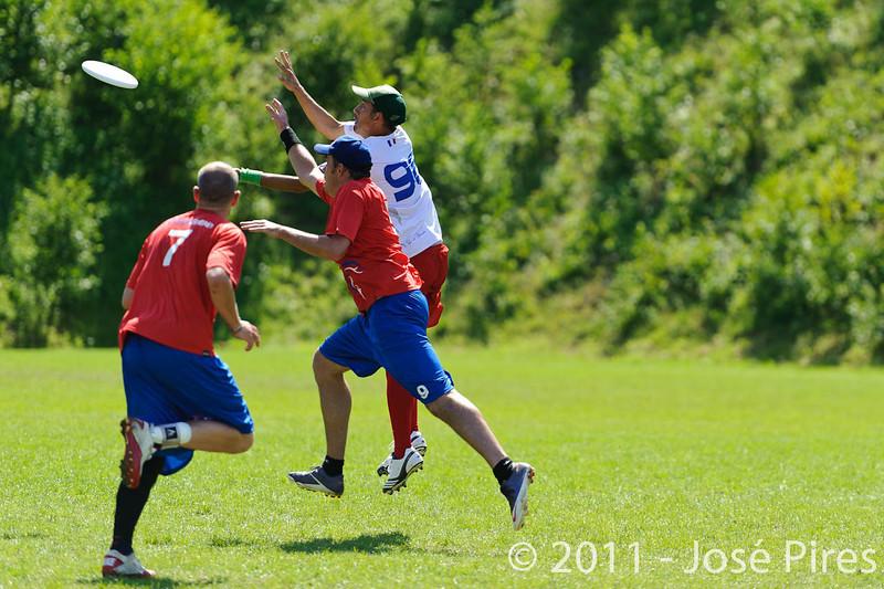 EUC2011, Maribor Slovenia.<br /> France vs Great Britain. Master Division.<br /> PhotoID : 2011-08-02-0811