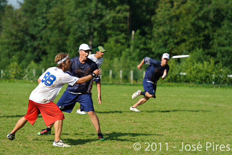 EUC2011, Maribor Slovenia.<br /> Finland vs France. Semi-Final. Master Division<br /> PhotoId :2011-08-03-0987