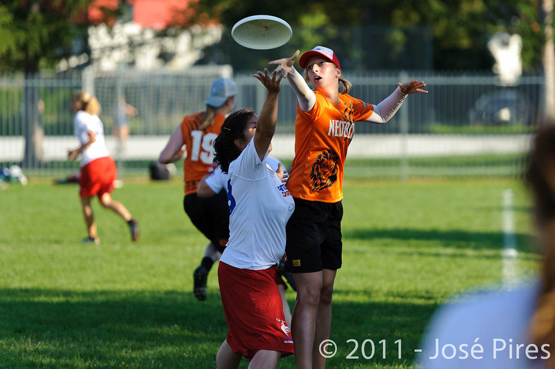 EUC2011, Maribor Slovenia.<br /> Netherlands vs France. 11th place. Women Division<br /> PhotoId :2011-08-05-0620