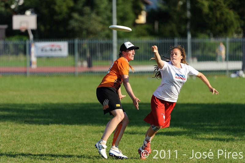 EUC2011, Maribor Slovenia.<br /> Netherlands vs France. 11th place. Women Division<br /> PhotoId :2011-08-05-0507