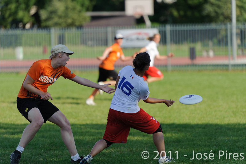 EUC2011, Maribor Slovenia.<br /> Netherlands vs France. 11th place. Women Division<br /> PhotoId :2011-08-05-0550