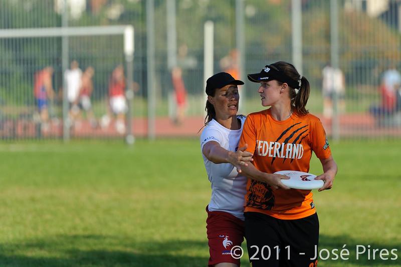 EUC2011, Maribor Slovenia.<br /> Netherlands vs France. 11th place. Women Division<br /> PhotoId :2011-08-05-0567
