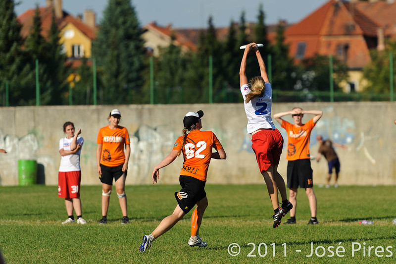 EUC2011, Maribor Slovenia.<br /> Netherlands vs France. 11th place. Women Division<br /> PhotoId :2011-08-05-0524