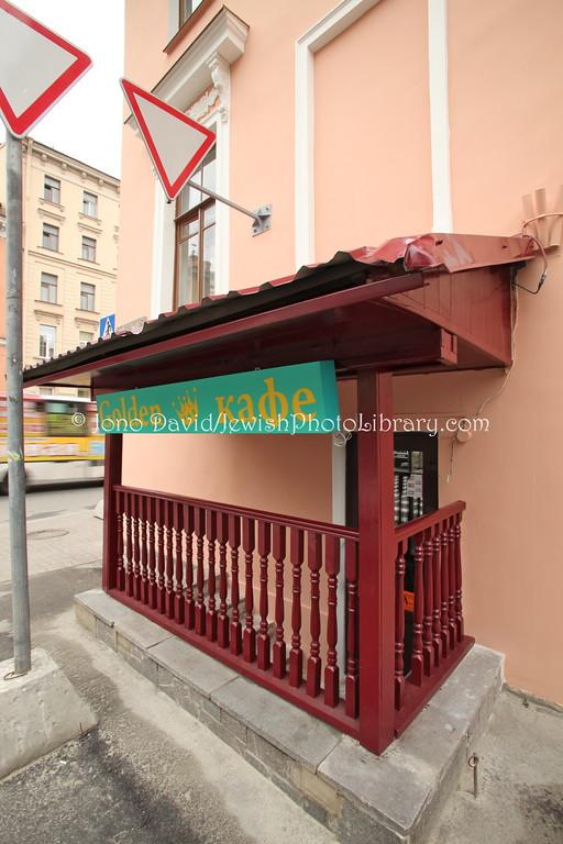 RUSSIA, St. Petersburg. Golden Cafe Kosher Restaurant. (8.2011)
