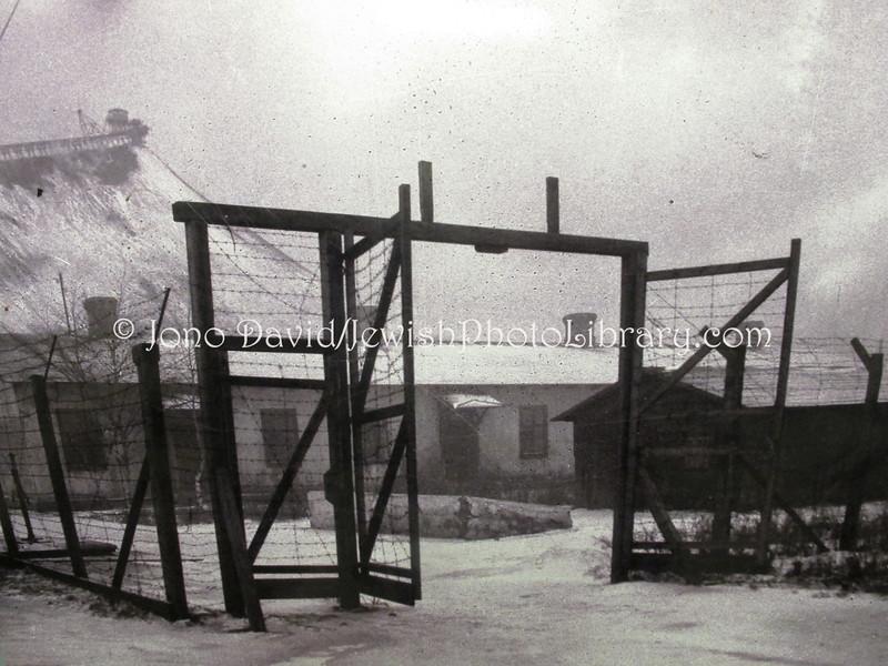 EE 663  Kivioli Koonduslaager (concentration camp), November 1944 (behind is man-made mining hill)