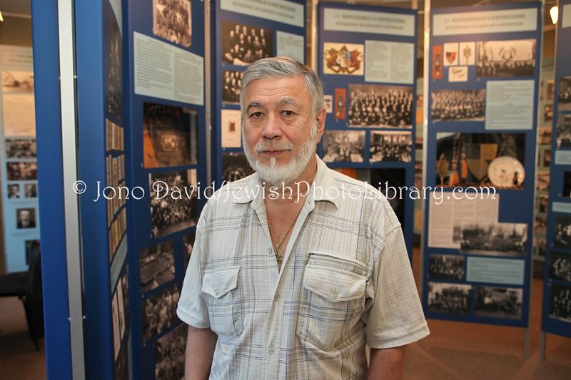 EE 24  Amnon-Juzef Luvistsuk, director of the Estonian Jewish Museum