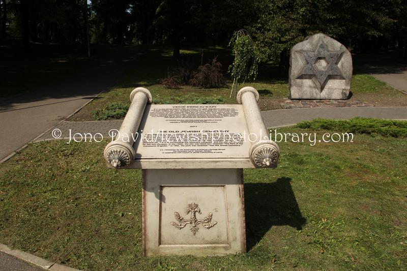 LV 790  Memorial, old cemetery