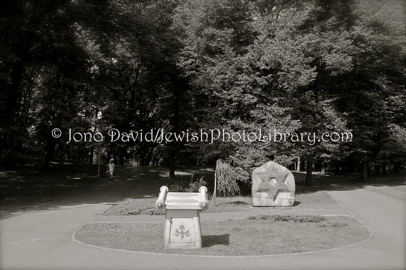 LV 796  Memorial, old cemetery