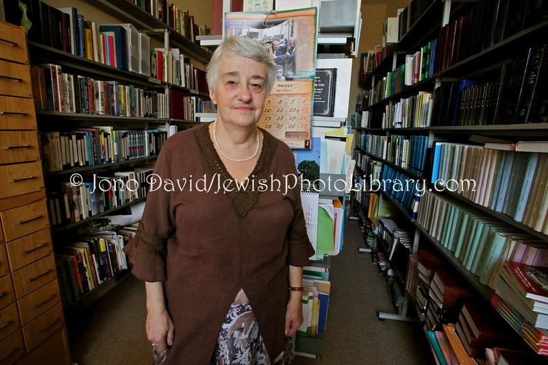 LV 745  Luba Gofenshefer, school librarian
