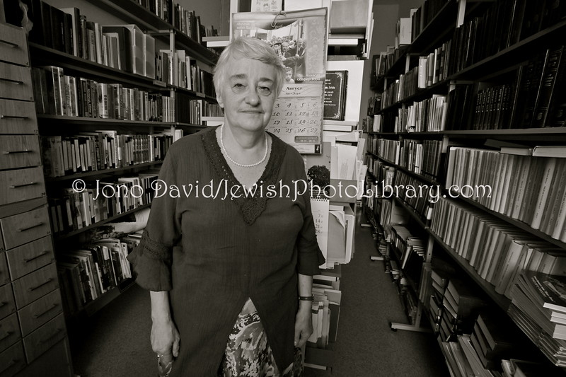 LV 744  Luba Gofenshefer, school librarian