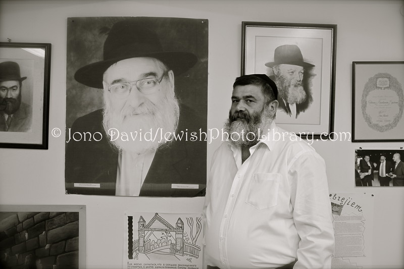 LV 343  Rabbi Menachem Barkaham with poster of his father, Rabbi Nathan Barkan