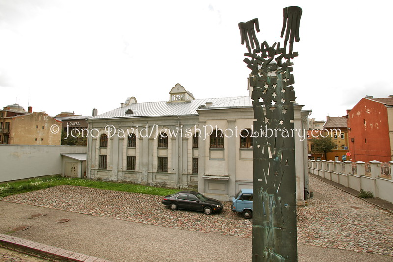 LT 117  Children's monument