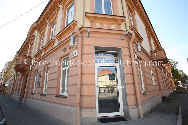 LT 2522  Professor Herman Perelstein, head of the Azuoliukas boys' choir, at the Teachers' House (corner of Vilniaus and Palangos Streets)