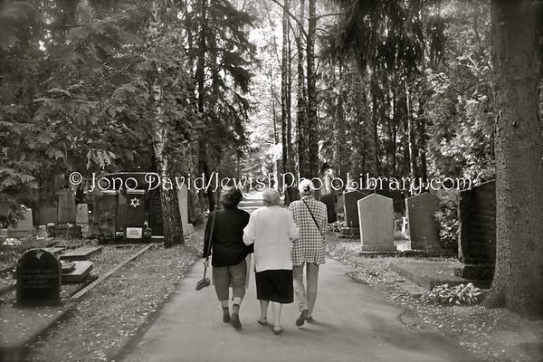 LITHUANIA, Vilnius. Cemetery, Seskine. (9.2011)