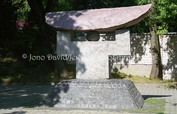 Monument to Japanese ambassador Chiune Sugihara.