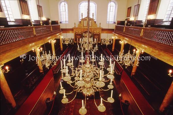 ENGLAND, London. Bevis Marks Synagogue. (2004)