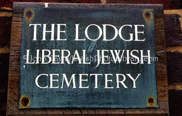 ENGLAND, London. Liberal Jewish Cemetery (2006)