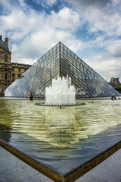 IM Pei Pyramid, Louvre, Paris