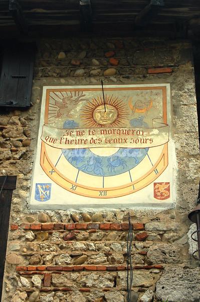 Sundial, Place des Tilleuls, Perrouges