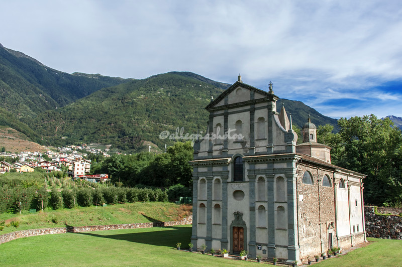 A small church in the Valtellina, north of Lake Como.