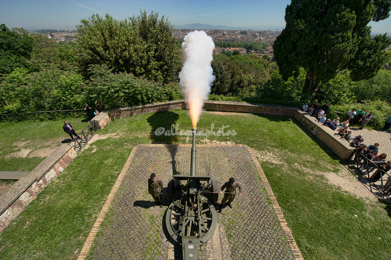 Firing Cannon at noon, Gianicolo