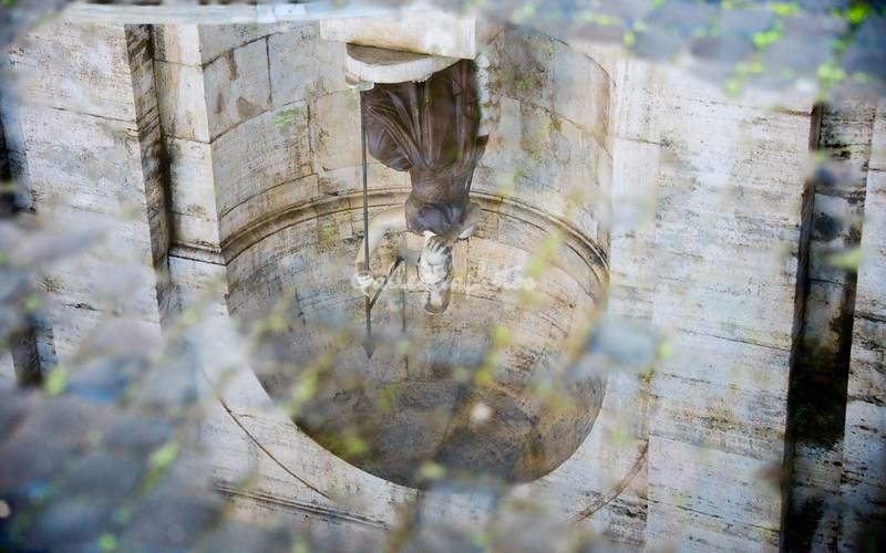 Dea Roma reflected in a puddle, Campidoglio