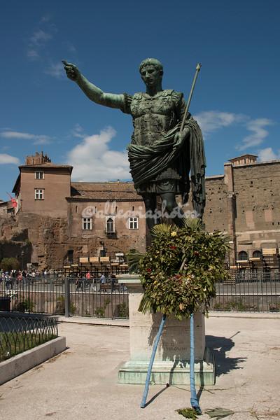 Statue of Caesar Augustus, Via dei Fori Imperiali